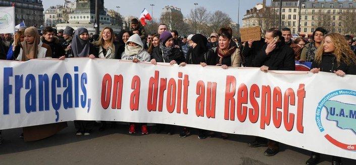 Yüzlerce Fransız,  ülkedeki İslamafobik saldırıları protesto etti.