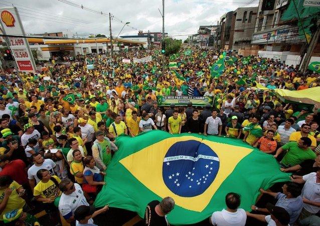 Brezilya'da Devlet Başkanı Dilma Rousseff karşıtı gösteriler