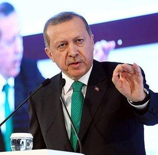 """Gaziantep'teki toplu açılış töreninde konuşan Erdoğan, başkanlık sistemi ile ilgili olarak, """"400 milletvekilini verin ve bu iş huzur içinde çözülsün"""" dedi."""
