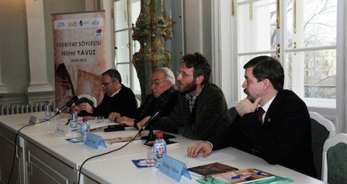 Hilmi Yavuz,St. Petersburg'da Türkiyat bölümü öğrencileri ile bir araya gelmişti.