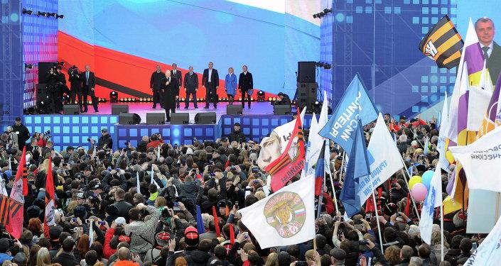 Moskova'da 90 bin kişi Kırım'ın Rusya'ya katılmasını kutluyor