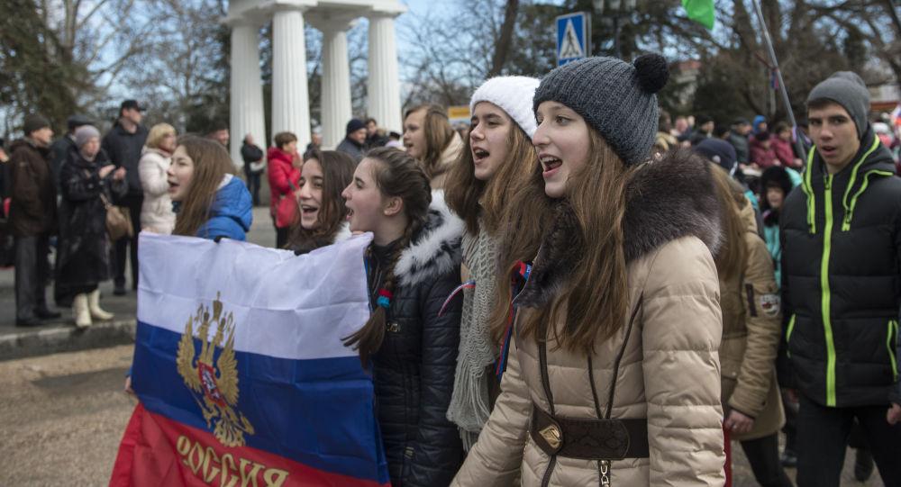 Sivastopol'de Kırım Baharı'nın yıldönümü nedeniyle düzenlenen kutlamalara katılan vatandaşlar
