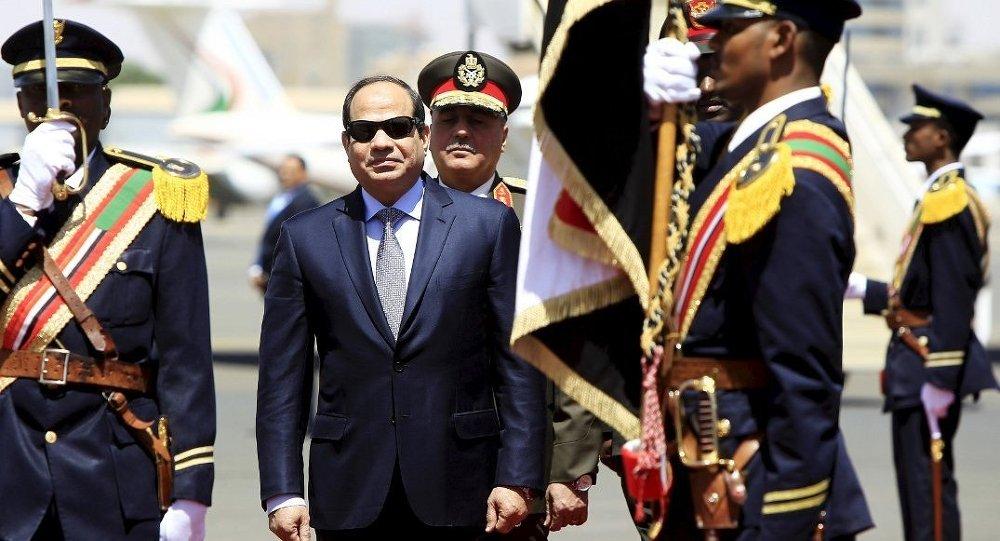 Mısır Devlet Başkanı Sisi, Sudan'ın başkenti Hartum'da askeri törenle karşılandı
