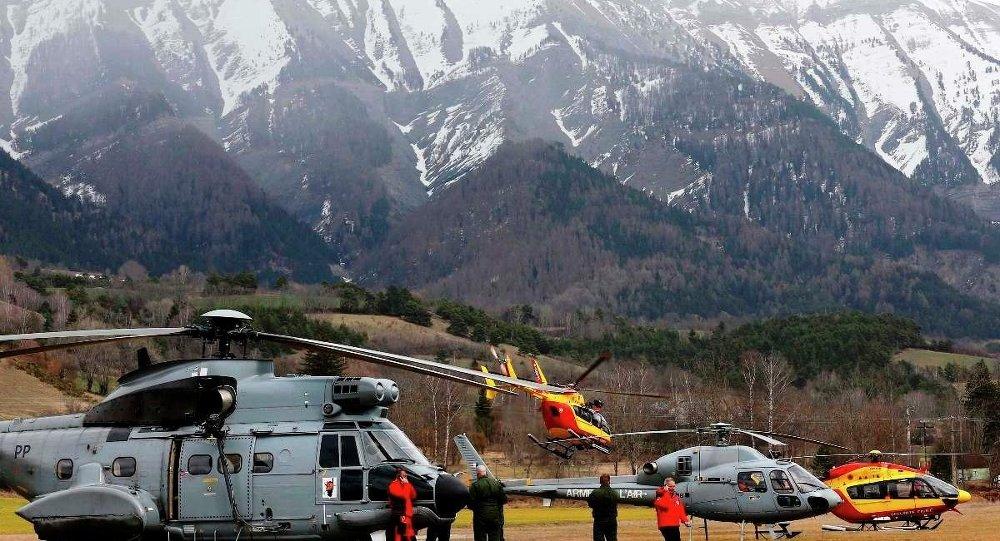 Enkaz alanına ulaşımın güç olması nedeniyle yalnızca helikopterlerin bölgeye erişebileceği düşünülüyor.