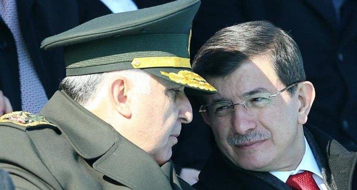 Başbakan Ahmet Davutoğlu ve Genelkurmay Başkanı Orgeneral Necdet Özel