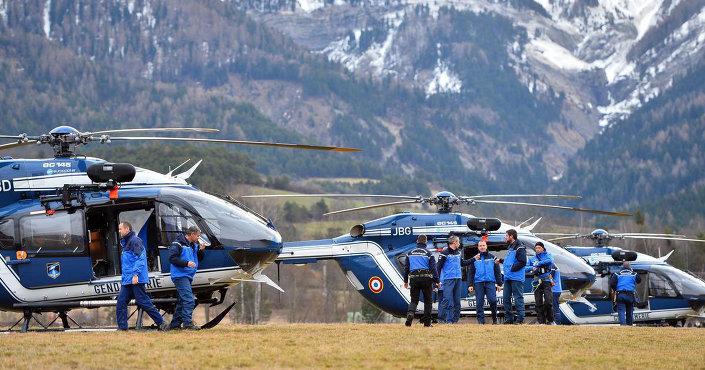 Fransa'nın güneyinde Seyne Les Alpes yakınlarında düşen Germanwings şirketinin Airbus A320 tipi yolcu uçağının parçalarını arama çalışmaları devam ediyor.