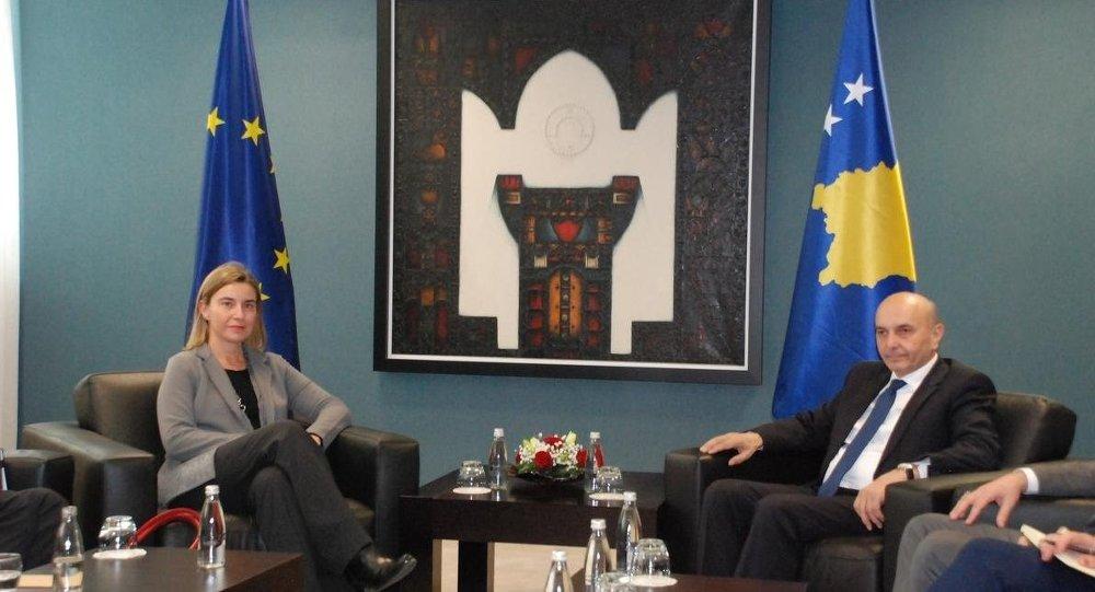 AB Dış İlişkiler ve Güvenlik Politikası Yüksek Temsilcisi Federica Mogherini ve Kosova Başbakanı İsa Mustafa