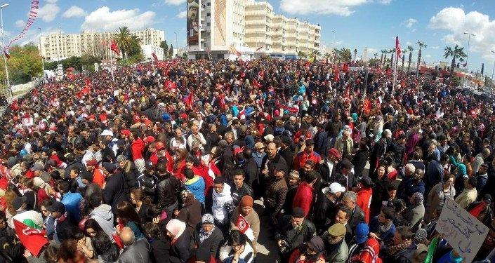 Tunus'ta terör karşıt yürüyüş