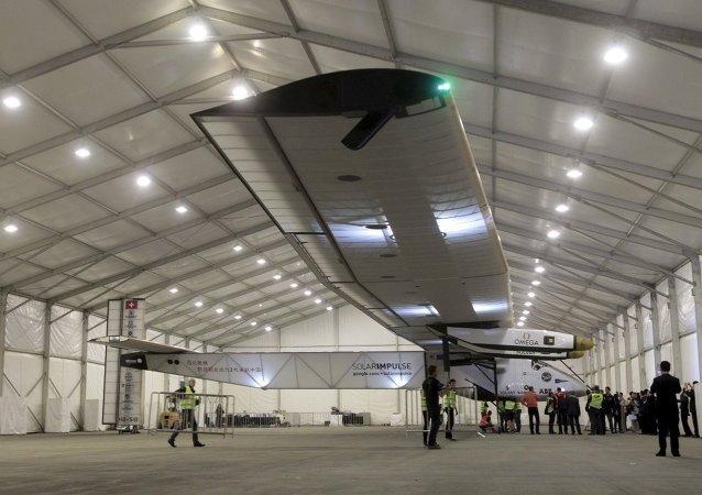 Güneş enerjisiyle çalışan ve dünyayı dolaşan Solar Impulse 2 uçağı