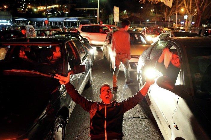 İran'ın başkenti Tahran'da dün gece böyle geçti.