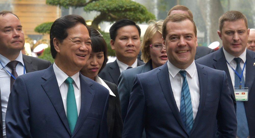 Rusya Başbakanı Dmitriy Medvedev ve Vietnam Başbakanı Nguyen Tan Dung