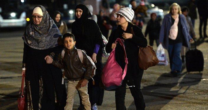 Yemen'den Rus uçaklarıyla tahliye edilenler Moskova'ya getirildi.