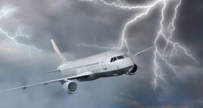 uçak yıldırım çarpması