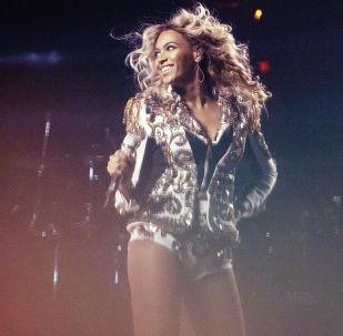 Американская певица Бейонсе во время выступления в Вашингтоне