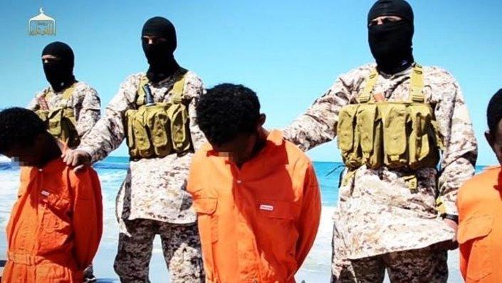 IŞİD şubat ayında aynı yerde 21 Mısırlı Hristiyan'ın infaz edildiği görüntüleri yayınlamıştı.