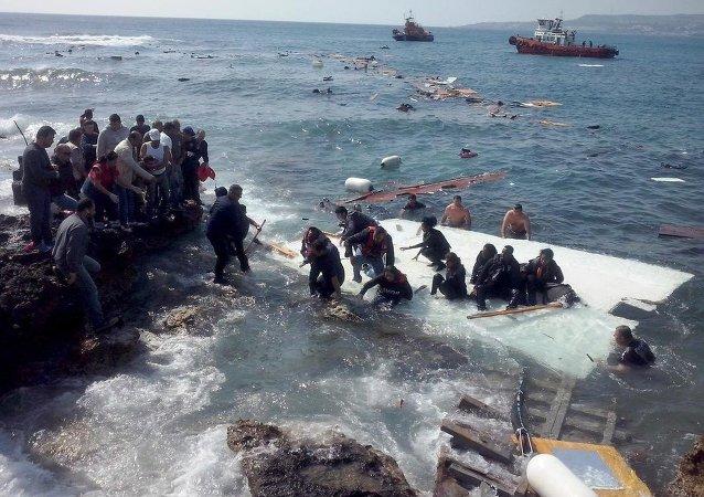 Göçmen taşıyan tekne battı