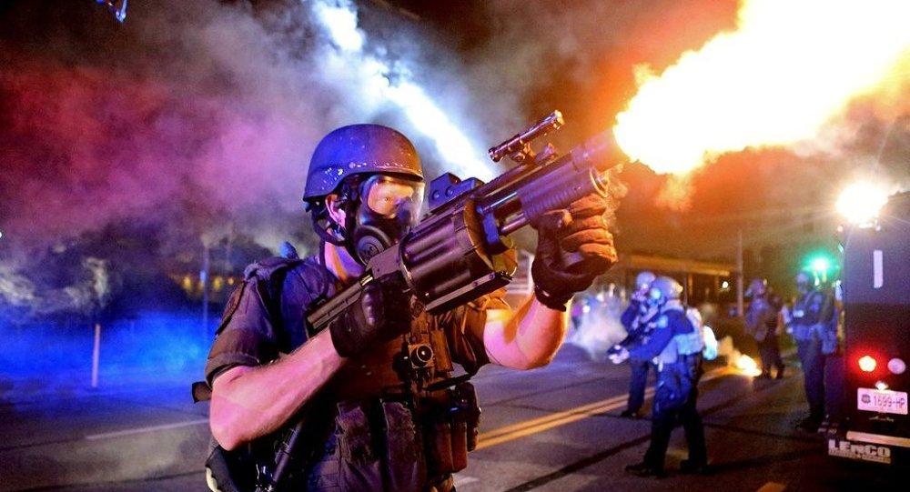 St. Louis Post fotoğraf servisi, Ferguson'daki şiddet ve öfkeyi yansıtan fotoğraflarıyla Pulitzer kazandı.