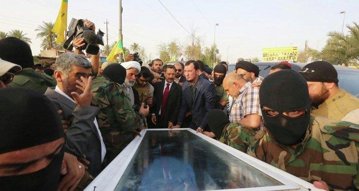 Irak'taki çatışmalar sırasında öldürülen devrik lider Saddam Hüseyin'in yardımcısı İzzet İbrahim el Duri'nin cenazesi