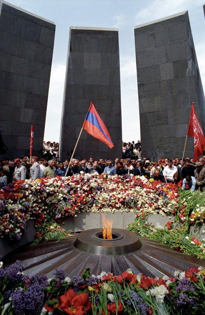Anmaların merkezli Ermenistan'ın başkenti Erivan'daki Soykırım Anıtı oldu.