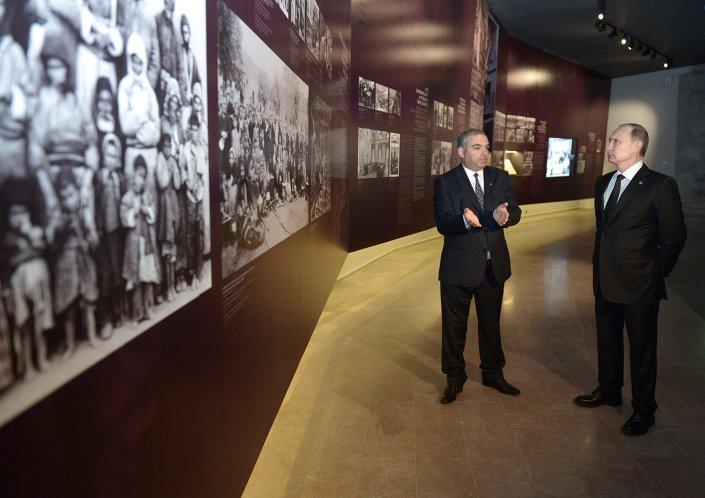 Rusya lideri Putin, Tsitsernakaberd Tepesi'nde (Soykırım Anıtı) 1915 olaylarında ölenlerin anısına açılan müzeyi ziyaret etti.