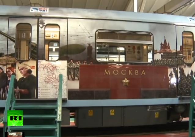 Moskova metrosunda Zafer Günü arifesinde sıradışı tren faaliyete geçti