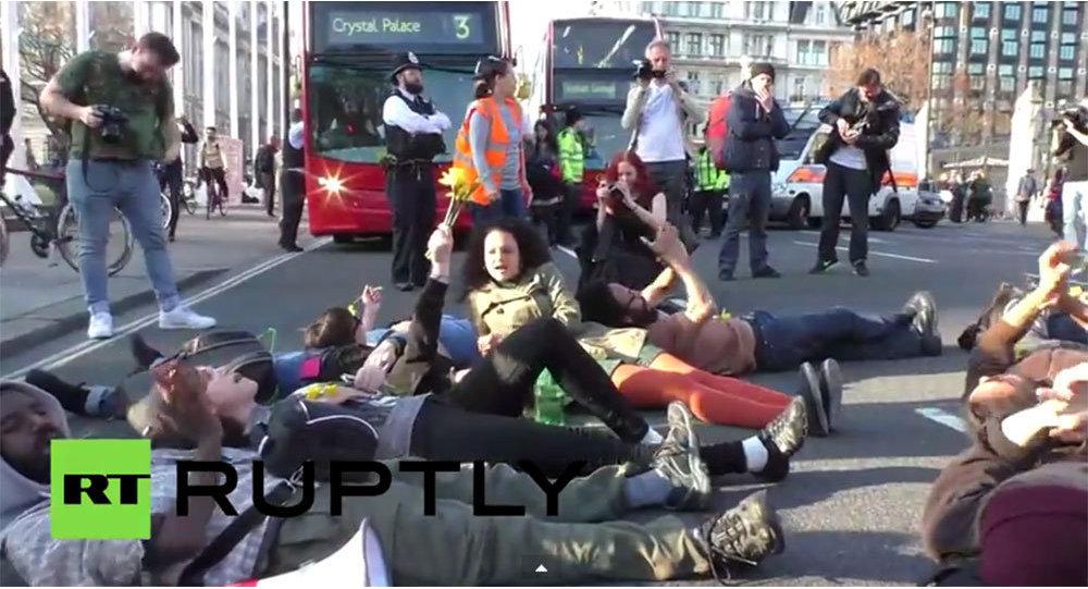 Londra'da göçmenlere destek için gösteri