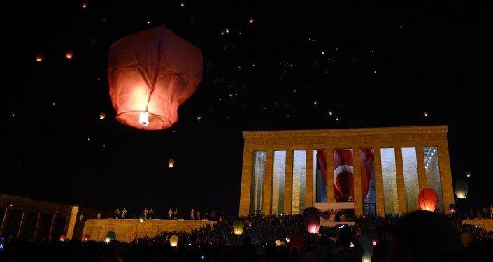 Anıtkabir'de 1915 barış balonu uçuruldu.
