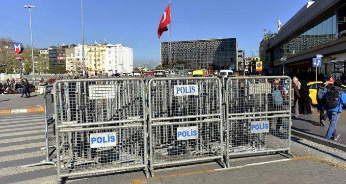1 Mayıs polis barikatları