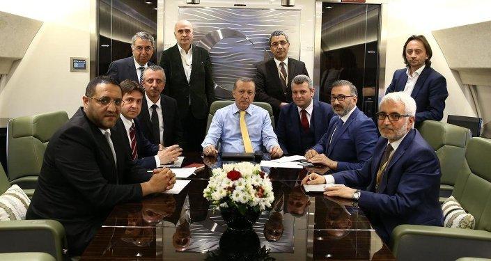 Cumhurbaşkanı Recep Tayyip Erdoğan, Kuveyt ziyareti dönüşü uçakta gazetecilerle sohbet etti.