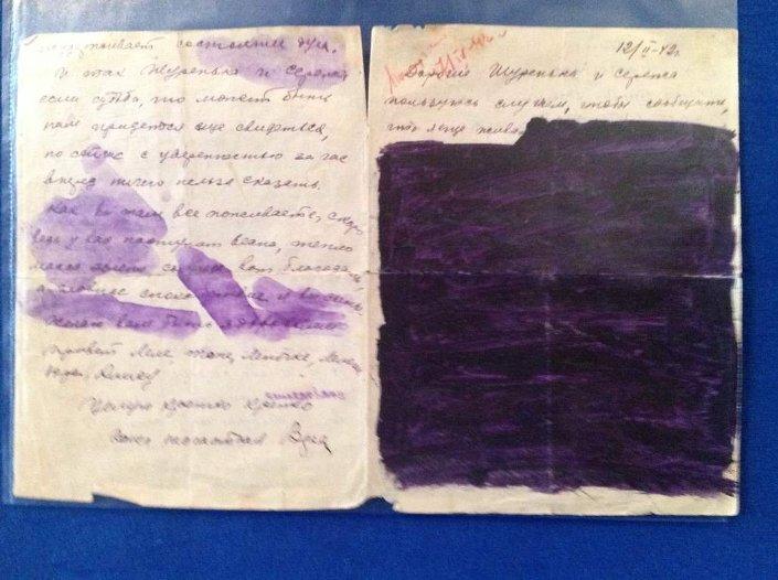 Bir Sovyet askerinin ailesine gönderdiği mektup. Sovyet askerinin, ailesinin durumunu bilmeden yazdığı mektubun bazı satırları, o dönemdeki savaş sansürü nedeniyle karalanmış.