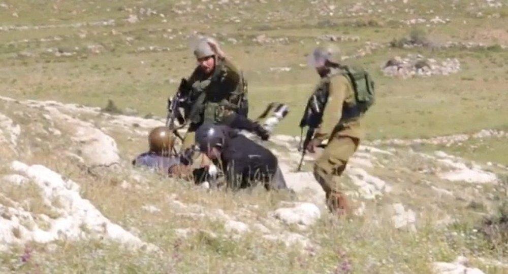 İsrail askerleri bu kez foto muhabirlerine şiddet uyguladı.