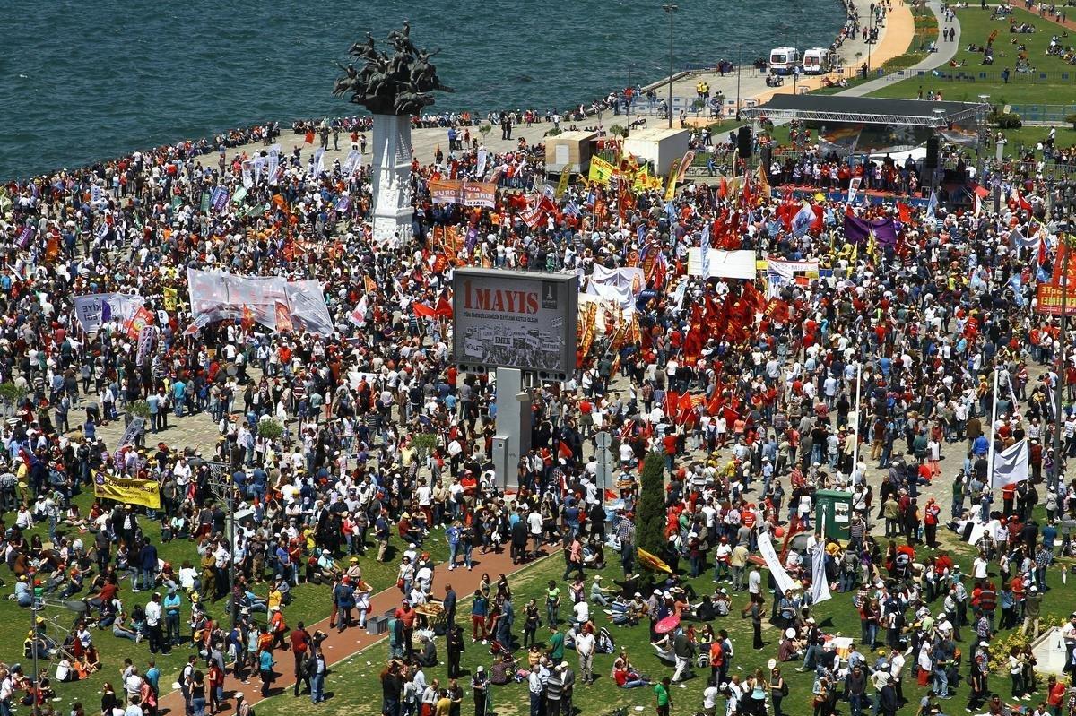 İzmir'de 1 Mayıs kutlamaları, Gündoğu Meydanı'nda yapıldı.