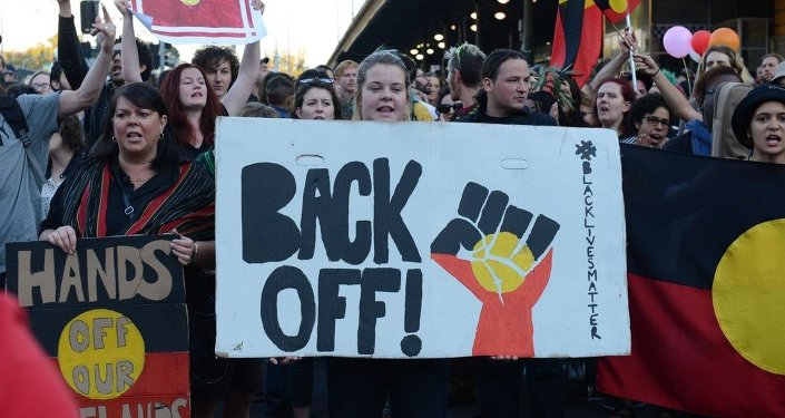 Aborjinler Melbourne'da gösteri düzenledi