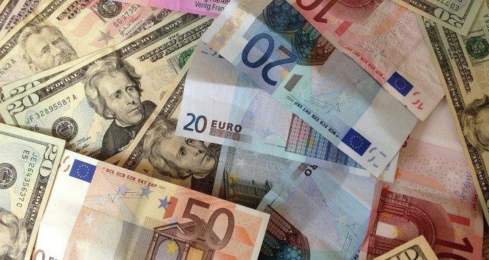 Euro banknotlarında Avrupa mimarisinden örnekler bulunuyor.
