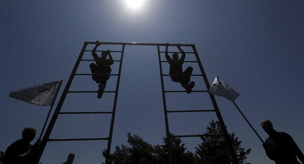 Özgür Suriye Ordusu'na bağlı (ÖSO) Birinci Alay'ın Halep'teki askeri eğitimleri.