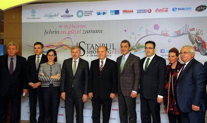 İstanbul Shopping Fest'in tanıtım toplantısına İstanbul Büyükşehir Belediye Başkanı Kadir Topbaş ve İTO Başkanı İbrahim Çağlar yanı sıra çok sayıda davetli katıldı.