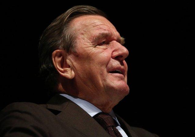 Eski Almanya Şansölyesi Gerhard Schröder