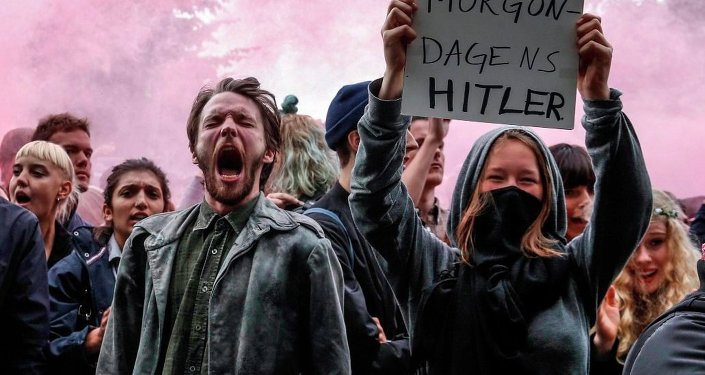 İsveç'te göçmen ve İslam karşıtı politikalarıyla tanınan 'İsveçliler Partisi'