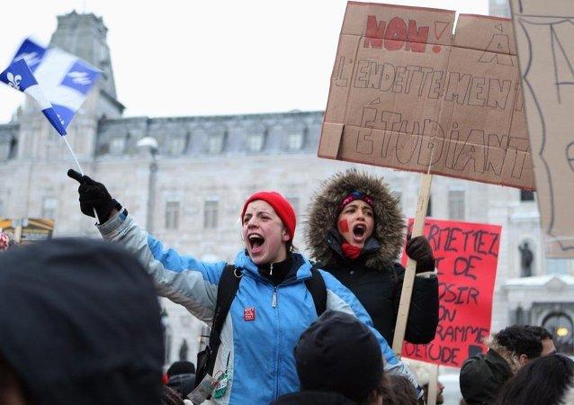 Kanada öğrenci protesto