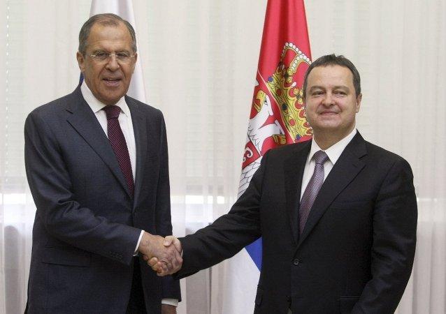 Rusya Dışişleri Bakanı Sergey Lavrov ve  Sırbistan Dışişleri Bakanı İvica Daçiç