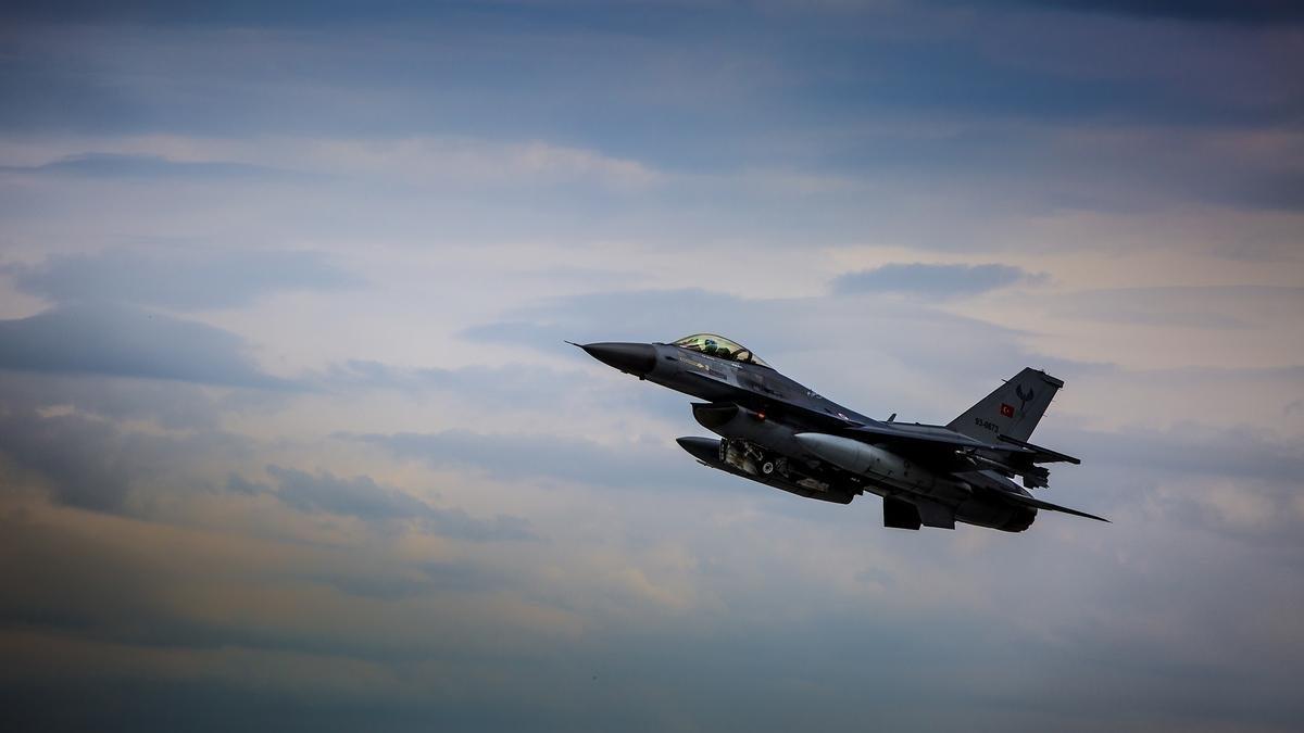 Türk savaş uçakları Suriye hava aracını vurdu.