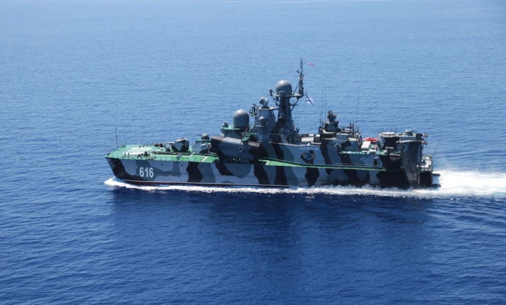 Akdeniz'de Rusya-Çin ortak tatbikatına katılan  hava yastığı üzerinde hareket etme özelliğine sahip Samum adlı füze gemisi