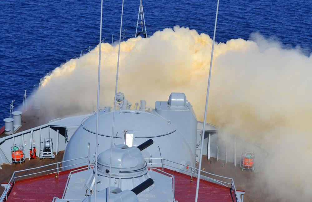Akdeniz'de Moskova isimli muhafız füze kruvazöründe kimyasal silahlara karşı savunma tatbikatı yapılıyor