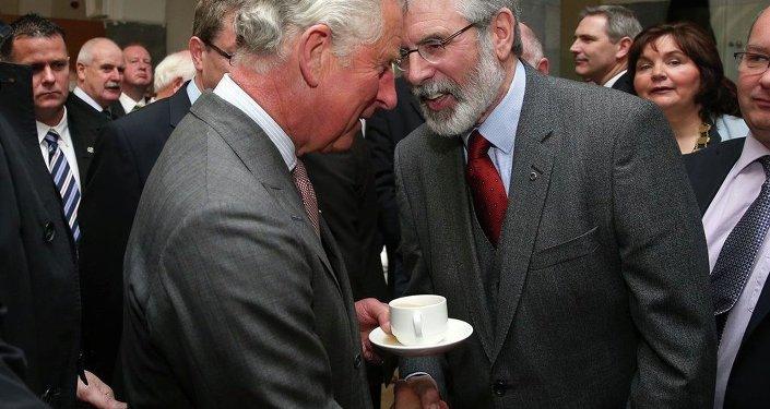 Prens Charles & Gerry Adams