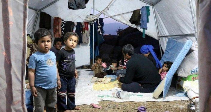 Suriyeliler, hayırseverler tarafından kurulan çadırlarda yaşam mücadelesi veriyor.