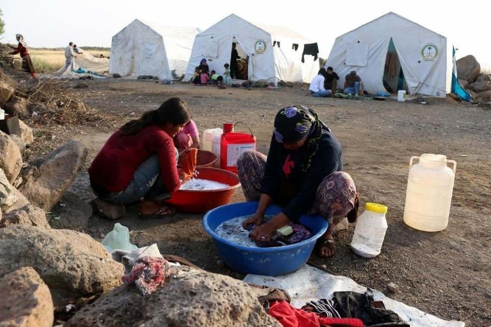 Çadırlarda yaşamanın en büyük zorluklarından biri de musluklardan akacak suyun olmaması.