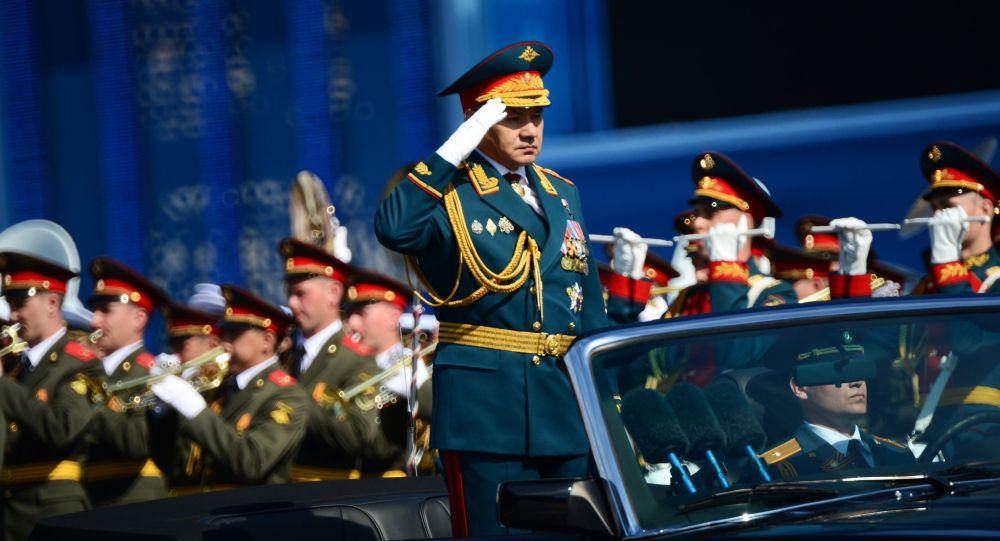 Rusya Savunma Bakanı Sergey Şoygu Sovyet Ordusu'nun İkinci Dünya Savaşı'nda Nazi Almanyası'na karşşı kazandığı zaferin 70. yıldönümü münasebetiyle düzenlenen askeri geçit törenine katılıyor