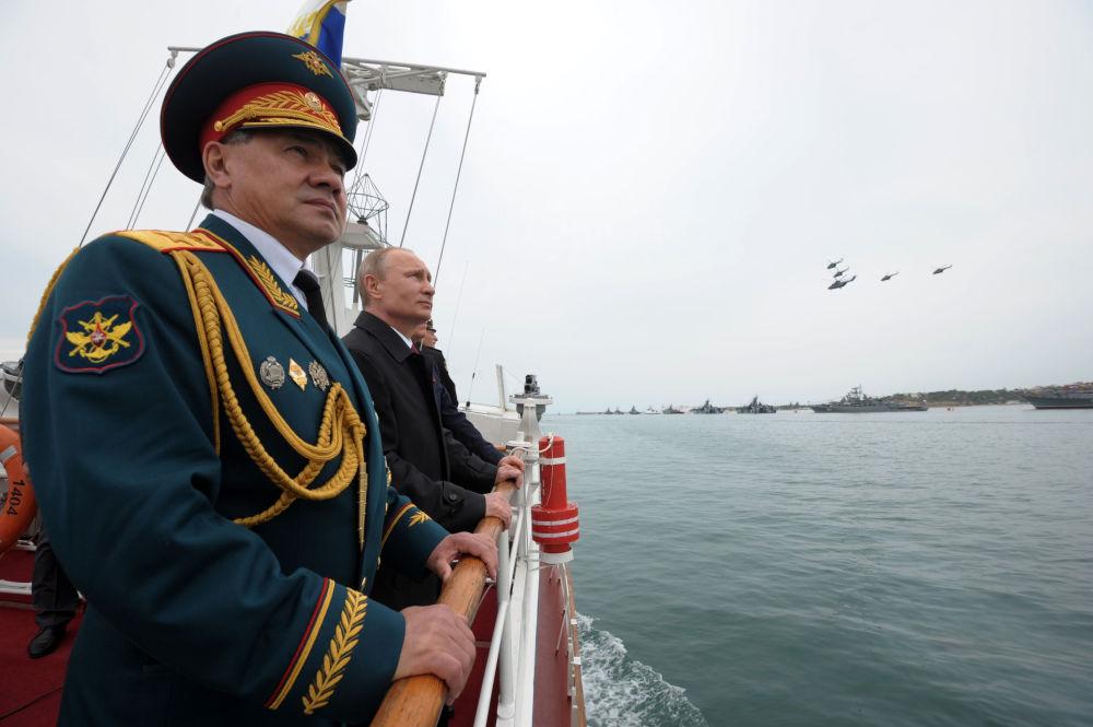 Rusya Savunma Bakanı Sergey Şoygu ve Rusya Devlet Başkanı Vladimir Putin, İkinci Dünya Savaşı'nda kazanılan Zaferin 69. yıldönümü  ve Sivastopol'un kurtarılmasının 70. yıldönümü münasebetiyle 9 Mayıs 2014 tarihinde düzenlenen askeri geçit töreninde