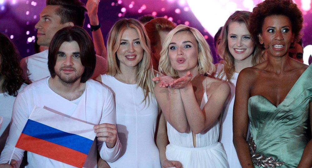 Viyana'daki Eurovision 2015 yarı finalinde Rusya'yı temsil eden Polina Gagarina