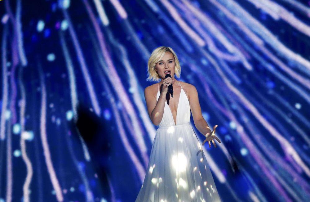 Rus şarkıcı Polina Gagarina  Viyana'daki 2015 Eurovision Şarkı Yarışması'nın yarı finalinde sahne alıyor